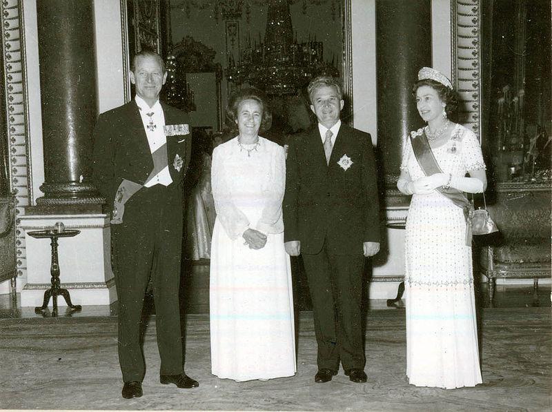 Elena şi Nicolae Ceauşescu primiţi la Palatul Buckingam de Regina Elisabeta a II-a, în 1978