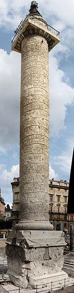 Columna lui Traian (Autor: Juan Francisco Adame Lorite, Sursa https://commons.wikimedia.org/wiki/File:Trajan%27s_Column_Panorama.jpeg)