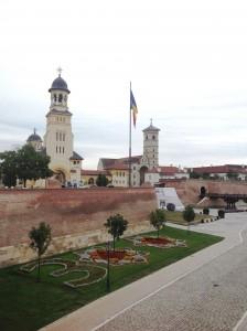 catedrala_reîntregirii_neamului_și_catedrala_catolica