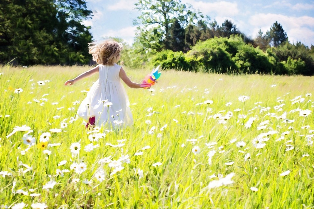 copil_little-girl-running