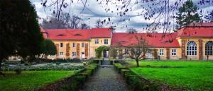 http://www.turistderomania.ro/castele-cetati-si-palate/palatul-brukenthal-avrig/