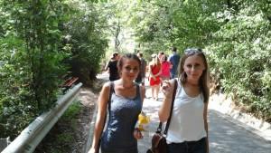 Mimi şi Gabi pe drum spre cetate