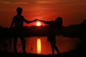 cuplu, apus, iubire