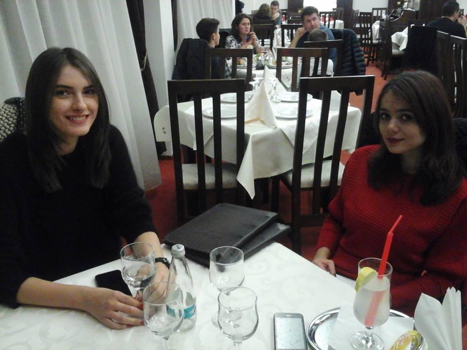 Simona Bitiuşcă la un pahar de vorbă cu Mihaela Puţeanu