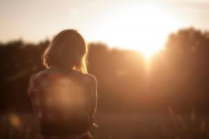 fata, singuratate, soare