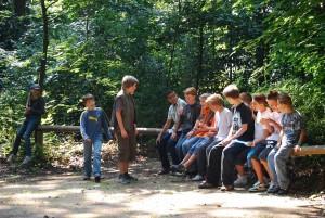 Copii în pădure