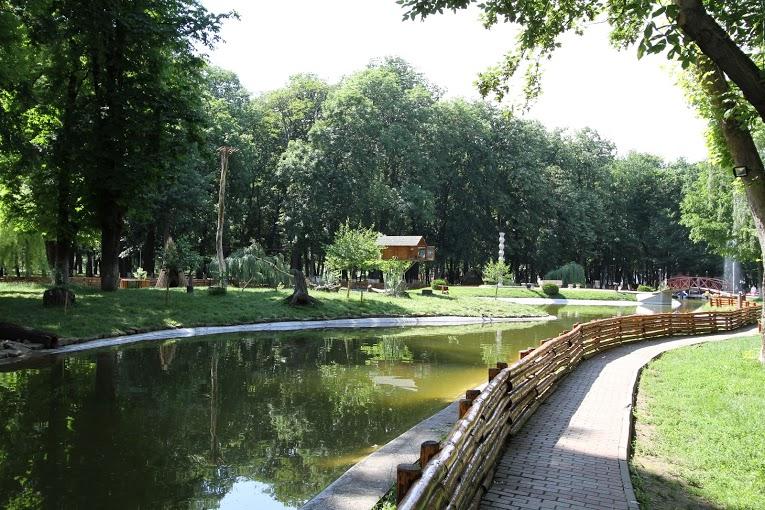 PE_marginea_lacului